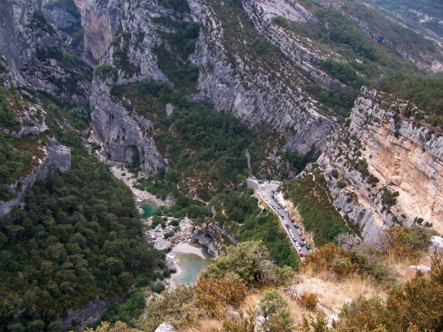 Tiefblick in den Grand Canyon du Verdon